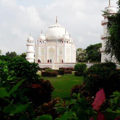 বাংলার তাজমহল সোনারগাঁয়ে হাজারো পর্যটনের ভীড়